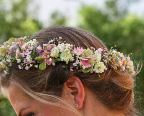 Gärtnerei Kiesewetter - Hochzeit Haarkranz in rose
