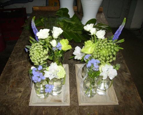 Tischdekoration - Gesteck blau-weiss