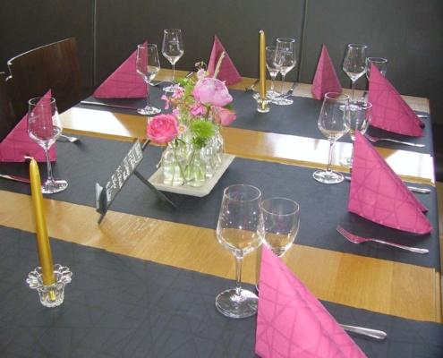 Tischdekoration - Pink auf schwarz