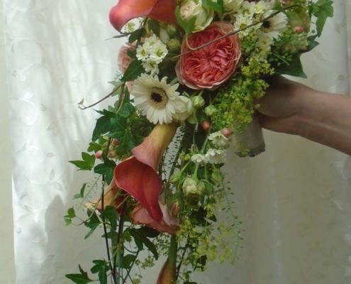 Hochzeit - Brautstrauss Aprico + weiss mit Calla