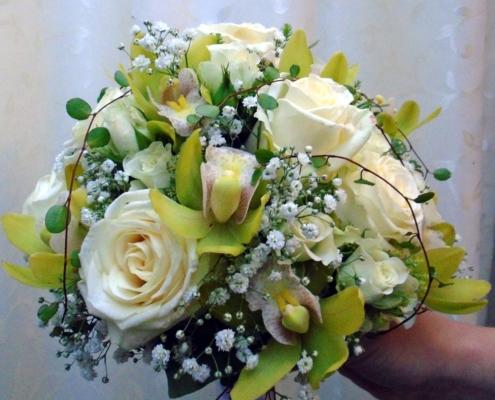 Hochzeit - Brautstrauss Orchideen mit hellen Rosen