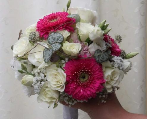 Hochzeit - Brautstrauss pink Gerbera + weisse Rosen