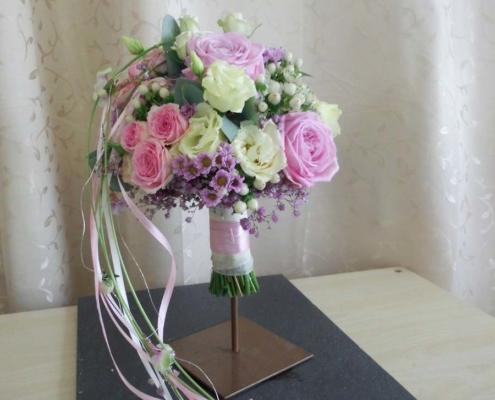 Hochzeit - Brautstrauss rosa-weiss mit Bändern