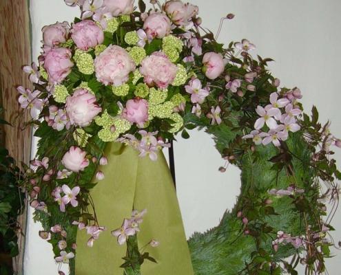 Trauerschmuck - Kranz rose Päonien Clematis
