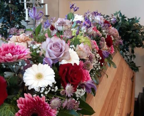 Trauerschmuck - Sargauflage lila rose weiss