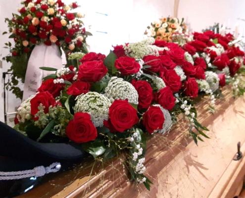 Trauerschmuck - Sargauflage rote Rosen